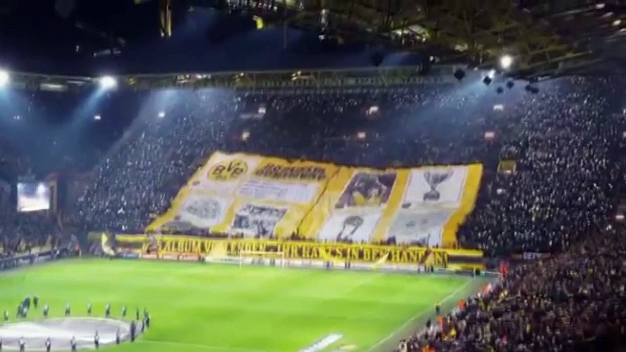 VIDÉO. Le tifo imposant du Borussia Dortmund